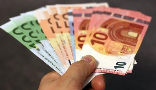 eura v rukou