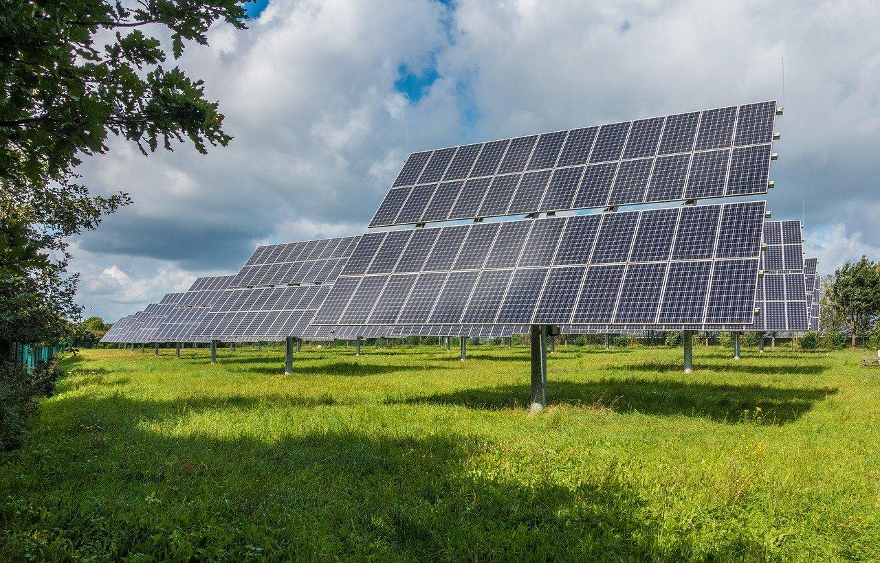 Jsou baterie pro fotovoltaiku skutečně nezbytné?