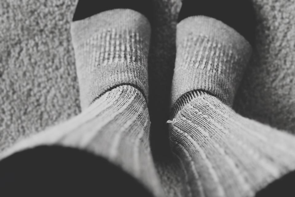 nohy na koberci