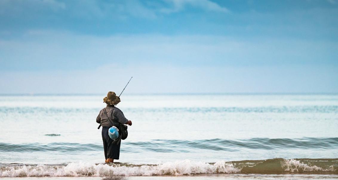 rybář ve vodě
